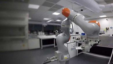 تصویر از ربات زحمتکش آزمایشگاه!